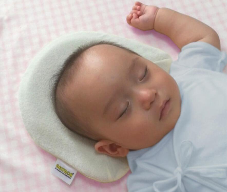 ジェルトロン・ベビー枕でぐっすりねむる赤ちゃん